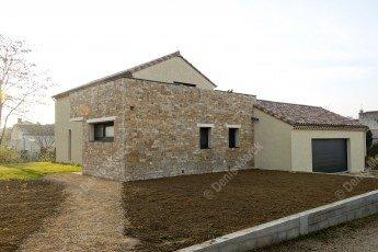Ardèche : construction d'une maison avec une façade en pierre