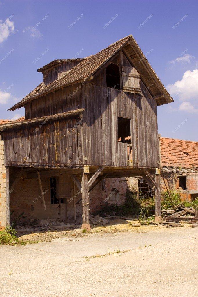 Alsace : construction en bois dans une friche industrielle
