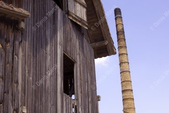Friche industrielle avec une maison bois