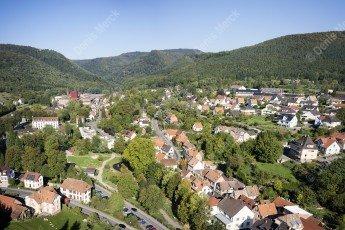 Vue aérienne de Niederbronn les Bains dans les Vosges du Nord