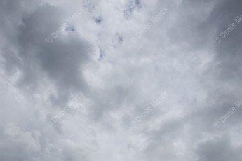 ciel gris nuageux