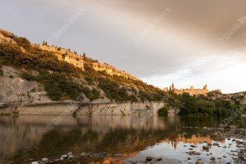 Les Gorges de l'Ardèche avec le village d'Aiguèze