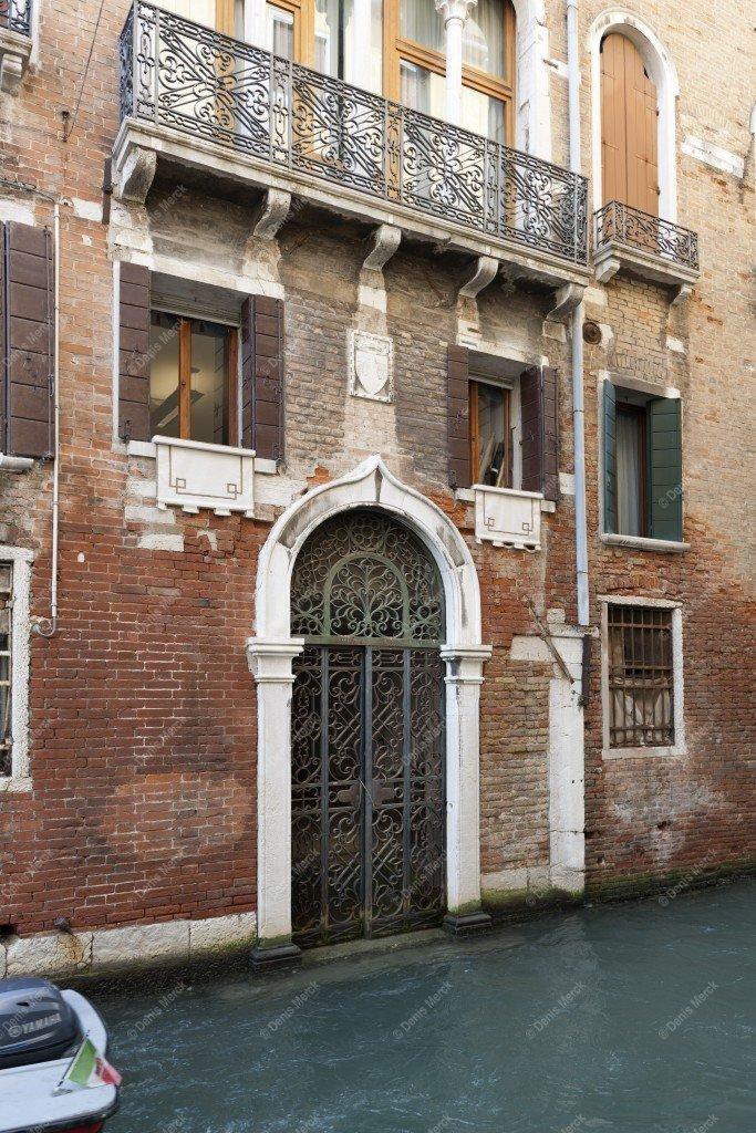 Venise, façades d'immeubles en briques rouges