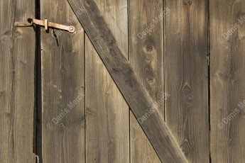Porte de grange en bois en Alsace