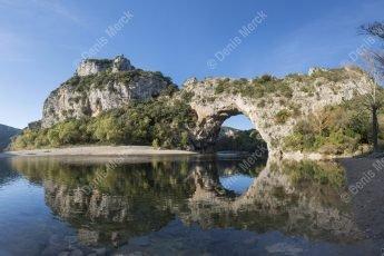 Les gorges de l'Ardèche : le Pont d'Arc à Vallon Pont d'Arc