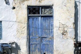 Tunisie porte bleu d'une maison à Djerba