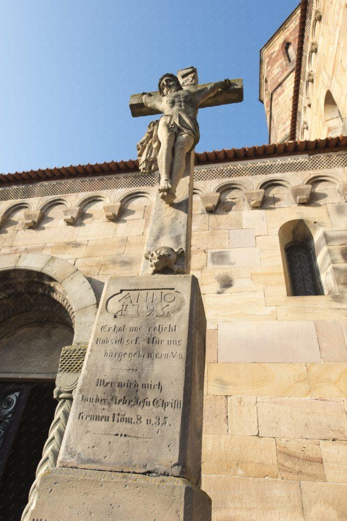 La croix de l'église Saints Pierre et Paul à Rosheim
