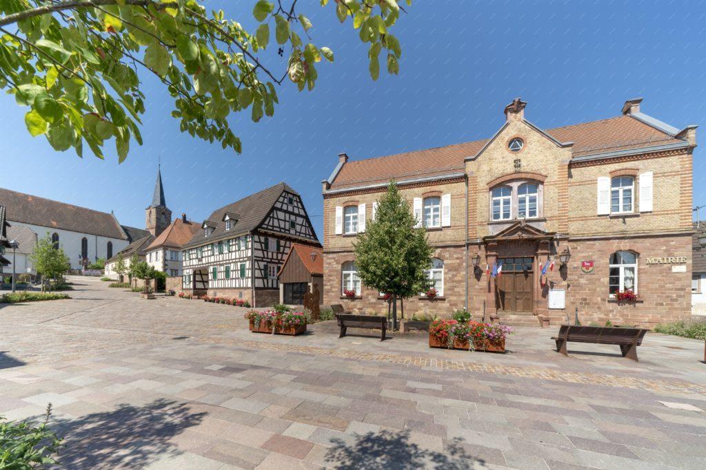 La place de la mairie de Schleithal