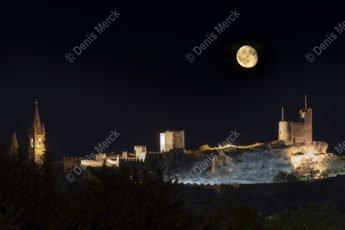 La lune brille sur Aiguèze