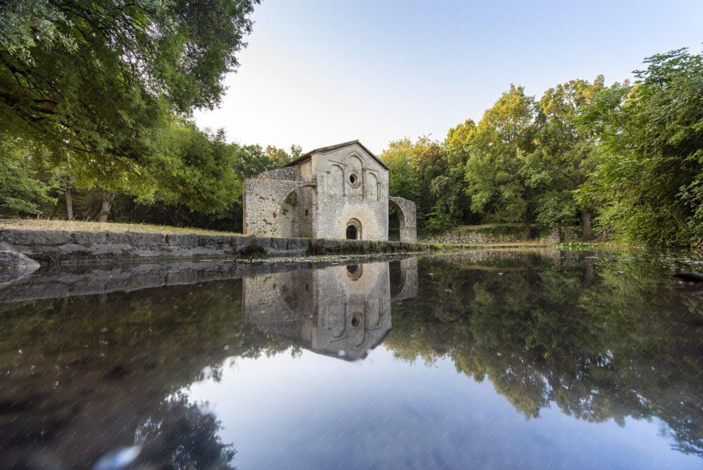 La chapelle romane du Val des Nymphes