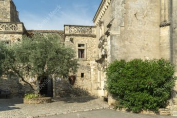 La place de l'église d'Aiguèze